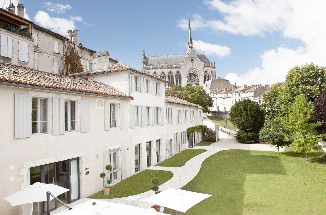 La Vue France - Hotel de Saint Gelais - stujarvis.com